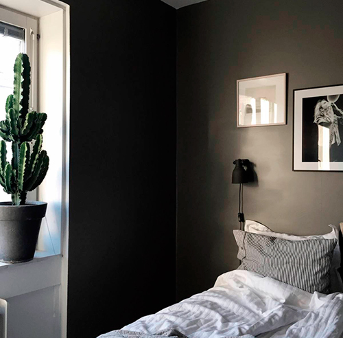 Chambre chambre a coucher gris et noir 1000 id es sur la d coration et cadeaux de maison et for Chambre a coucher gris et noir