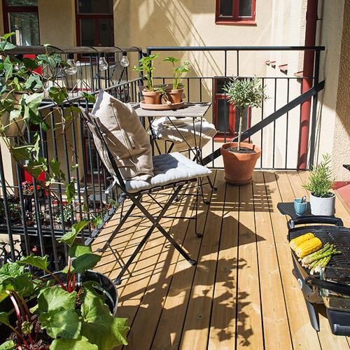 table pour petit balcon top notre nouveau petit balcon. Black Bedroom Furniture Sets. Home Design Ideas