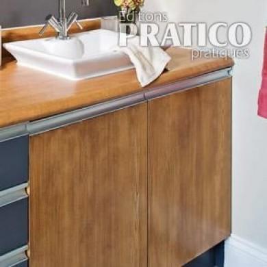 Comment faire un faux fini de bois sur la m lamine en - Peindre meuble cuisine melamine ...