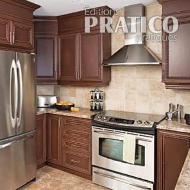 Fermer le haut des armoires d 39 une cuisine en m lamine en for Decoration d une cuisine