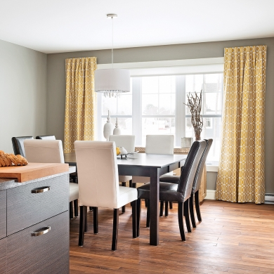 rideaux punch s dans une salle manger sobre et. Black Bedroom Furniture Sets. Home Design Ideas
