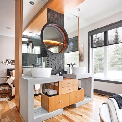 Salle de bain noir glamour et bois intemporel salle de - Je decore salle de bain ...