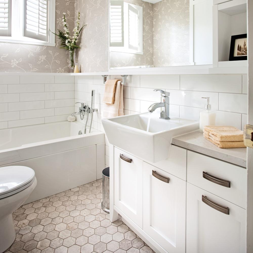 Rafra chir la salle de bain salle de bain avant apr s for Salle de bain 6 5 m2