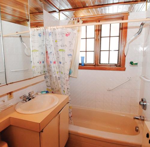 lambris hydrofuge salle de bain galerie d 39 inspiration. Black Bedroom Furniture Sets. Home Design Ideas