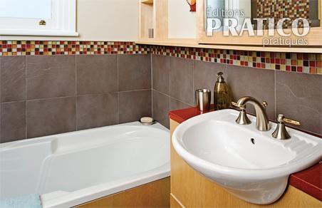 Salle de bain petite et sophistiqu e salle de bain for Renovation salle de bain petite surface
