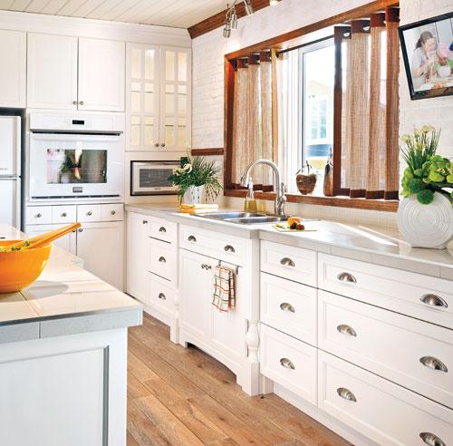 renovation cuisine bois avant apres. Black Bedroom Furniture Sets. Home Design Ideas