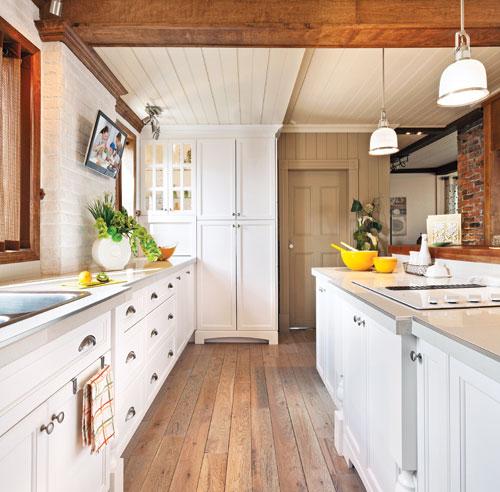Bois envo tant dans la cuisine cuisine avant apr s d coration et r nova - Decoration poutre en bois ...