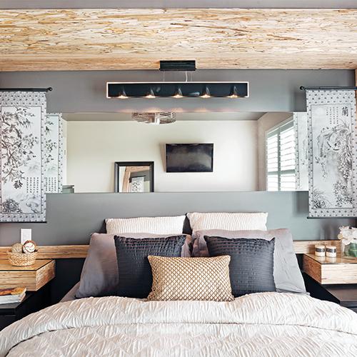 lastuce de la designer pour agrandir lespace de lintrieur intgrer un miroir horizontal la tte de lit afin de donner de la profondeur la pice - Chambre Rustique Chic