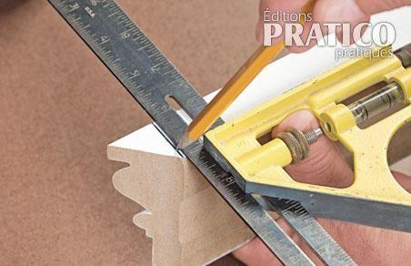 Comment faire le retour de coupe des moulures en tapes - Comment couper des baguettes en angle ...