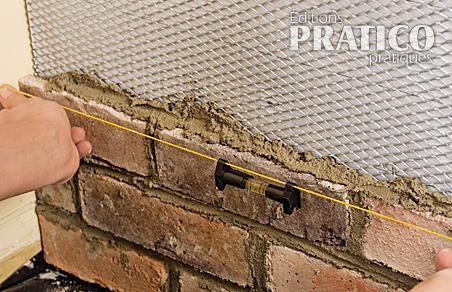 Comment installer des briquettes sur un mur en tapes - Materiel pour peindre un mur ...