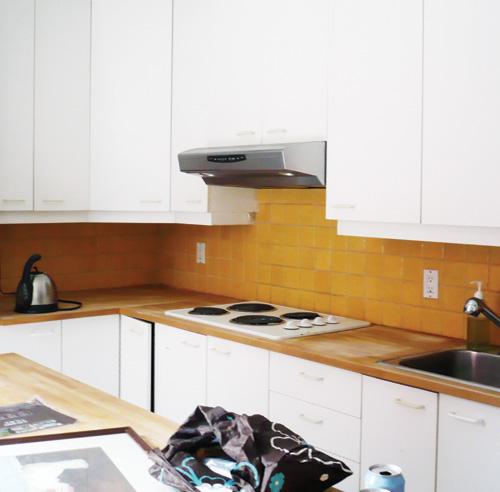 Comment moderniser le dosseret prix mini trucs et conseils d coration e - Carreaux autocollants cuisine ...