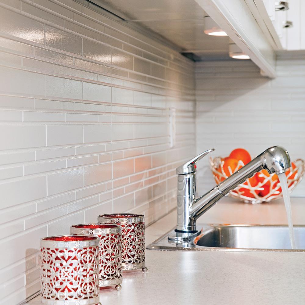 Comment poser un dosseret immitation de céramique dans la cuisine ...