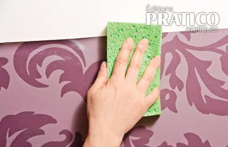 comment r ussir la pose de papier peint en tapes d coration et r novation pratico pratique. Black Bedroom Furniture Sets. Home Design Ideas