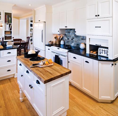 cuisine blanc noir contraste chic accueil design et mobilier. Black Bedroom Furniture Sets. Home Design Ideas