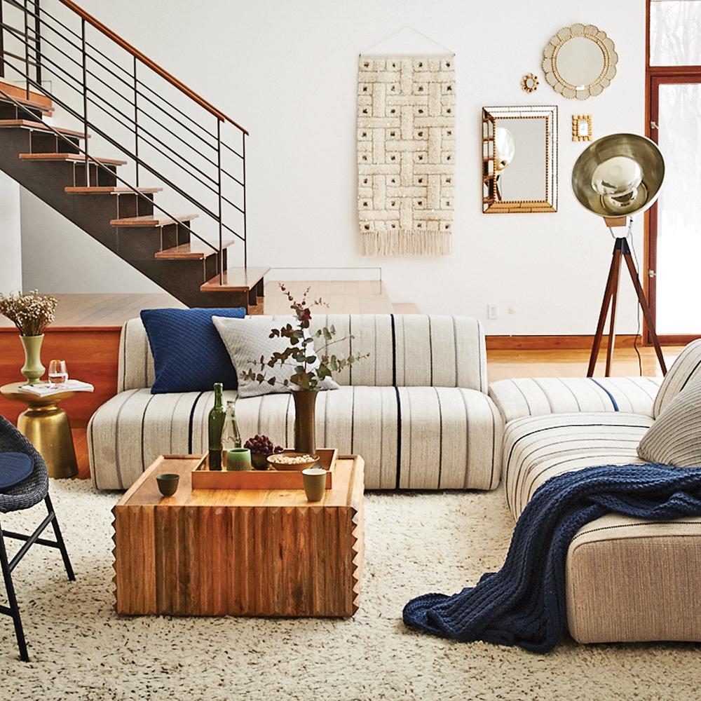 D co artisanale inspir e des ann es 70 salon for Decoration maison annee 70