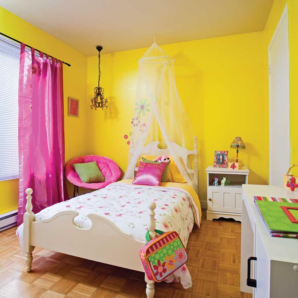 Chambre de fille bien rangee for Lambris pvc vert anis