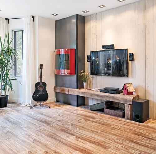 Clectisme l 39 honneur au salon salon inspirations for Table repliable sur mur