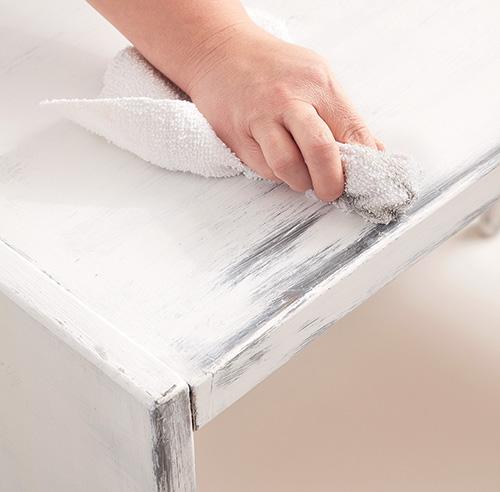 En tapes transformer une commode avec de la peinture for Peinture blanche pour meuble