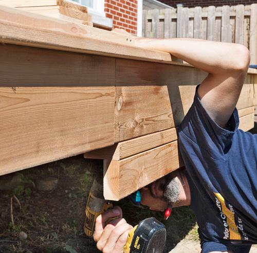 Fabriquer un escalier de patio en tapes jardinage et for Fabriquer un escalier en bois pour terrasse