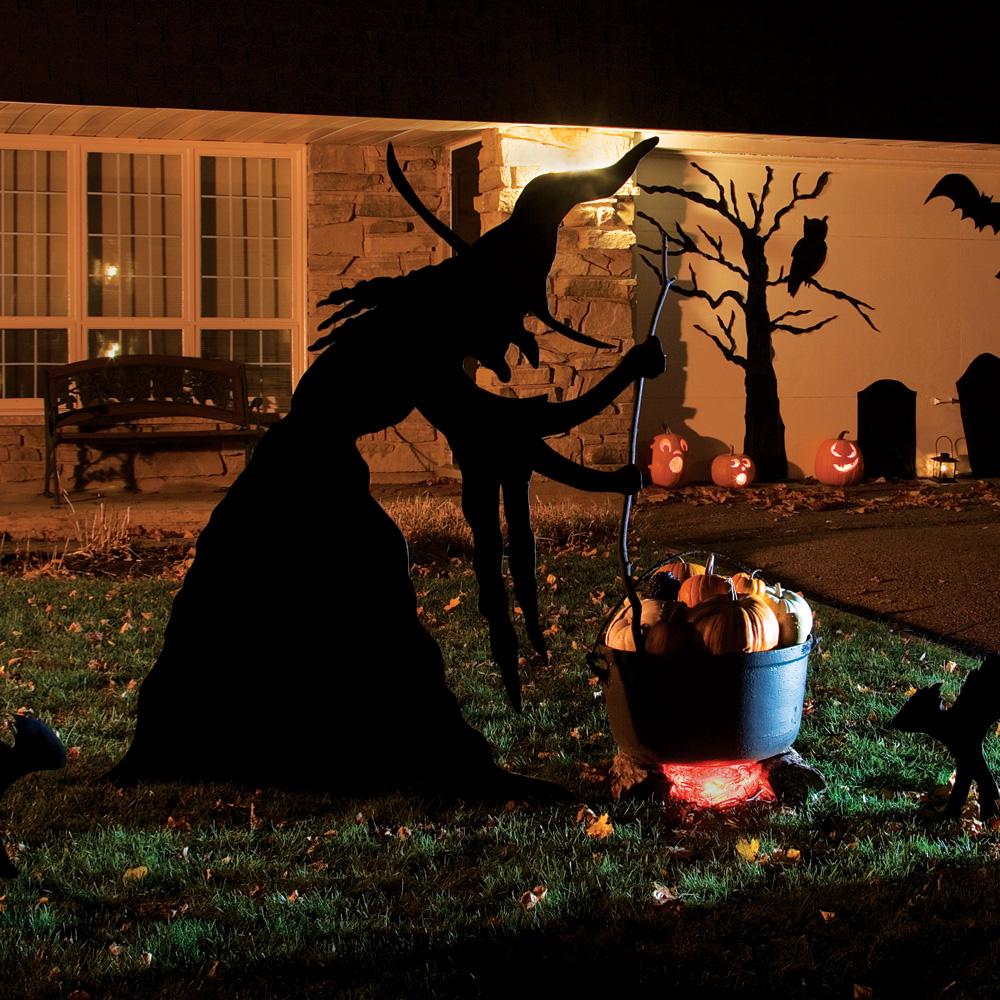 Fabriquer une sorci re ensorcelante pour halloween en for Idee deco exterieur halloween