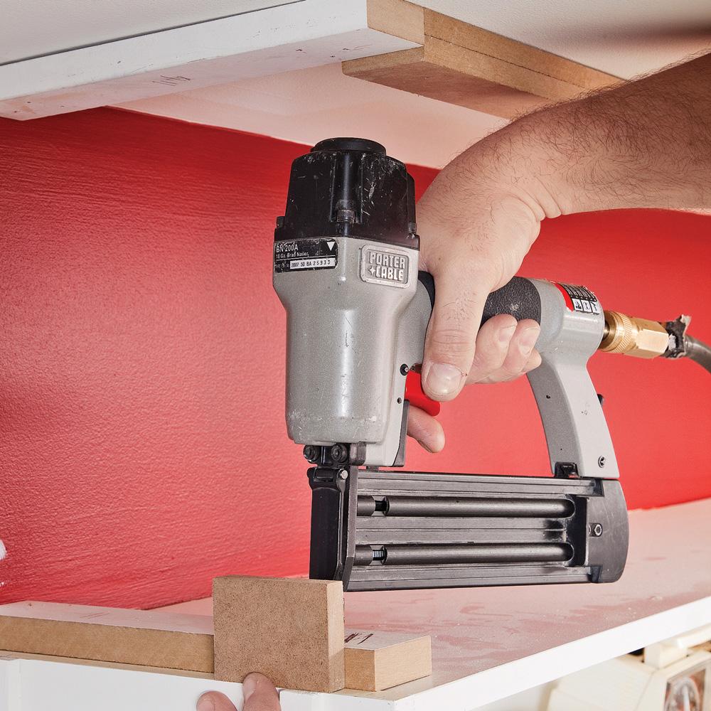 en tapes fermer l 39 espace entre les armoires et le. Black Bedroom Furniture Sets. Home Design Ideas