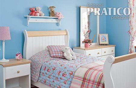 Chambre de fillette au look classique chambre - Decoration chambre fillette ...
