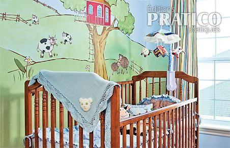 Fresque verdoyante dans la chambre de b b chambre for Fresque chambre bebe