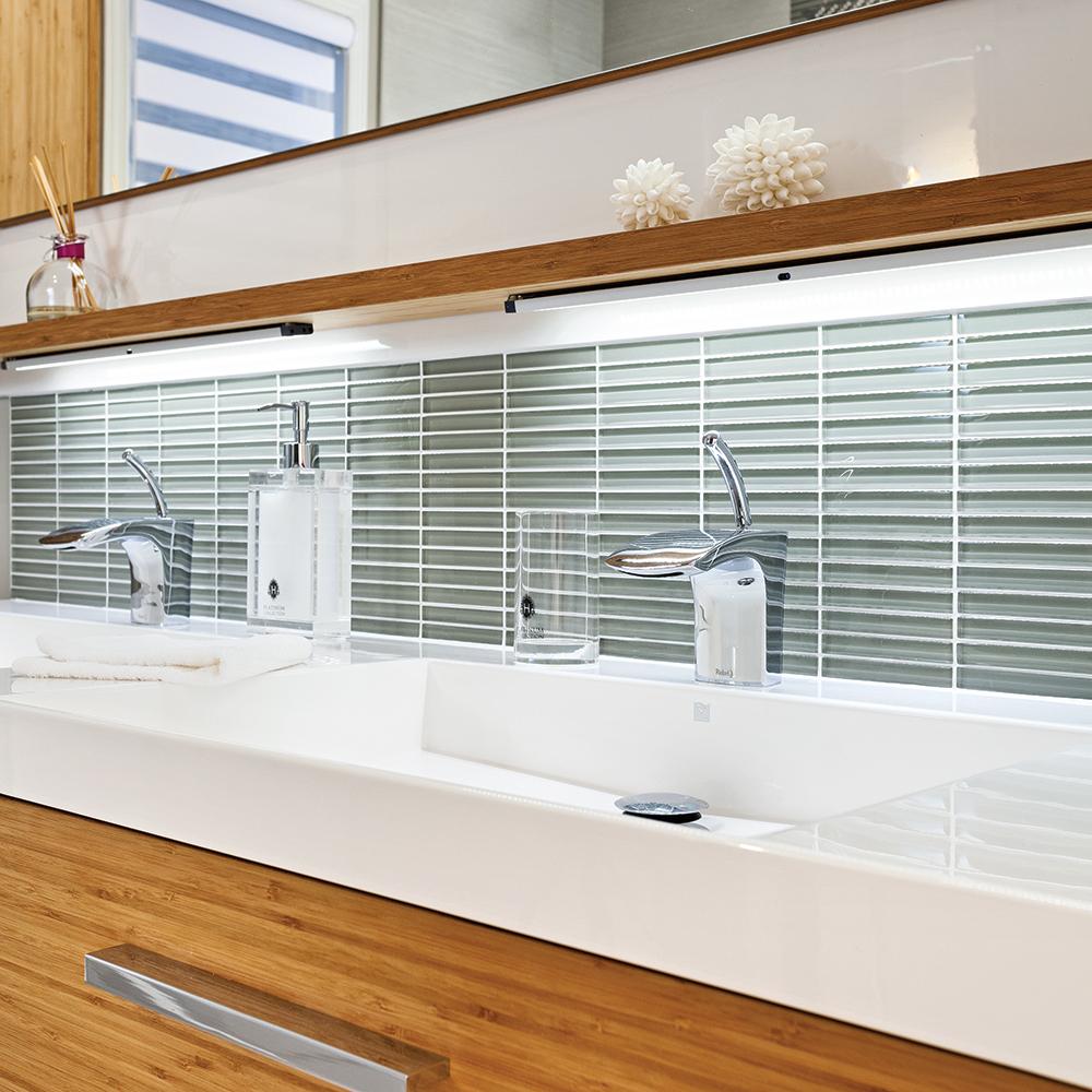 le dosseret beau et abordable salle de bain inspirations d coration et r novation. Black Bedroom Furniture Sets. Home Design Ideas