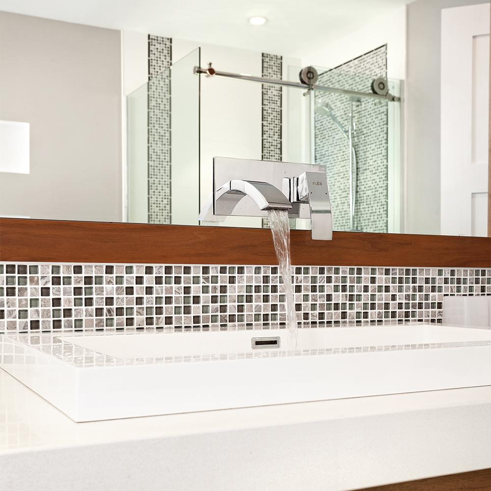 le robinet mural une nouveaut dans nos salles de bain. Black Bedroom Furniture Sets. Home Design Ideas