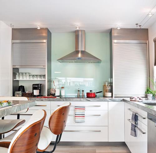 Le dosseret de cuisine en verre est parfait architecture for Decoration cuisine dosseret