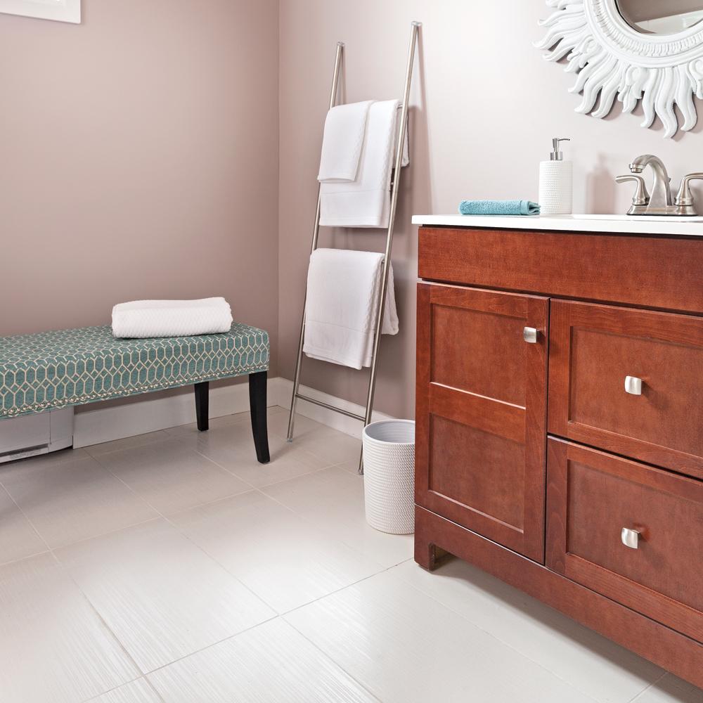 en tapes poser un plancher de c ramique en tapes. Black Bedroom Furniture Sets. Home Design Ideas