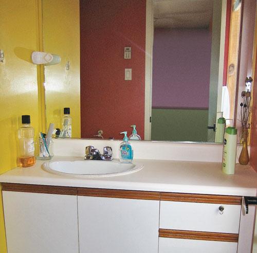 10 id es pour relooker la salle de bain moins de 500. Black Bedroom Furniture Sets. Home Design Ideas