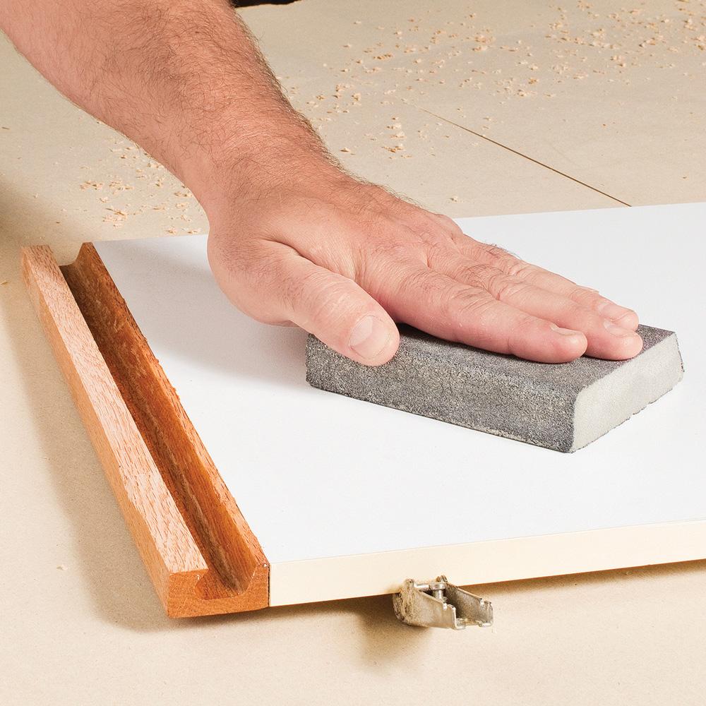 Transformer un meuble lavabo en m lamine en tapes for Moulure bois pour porte