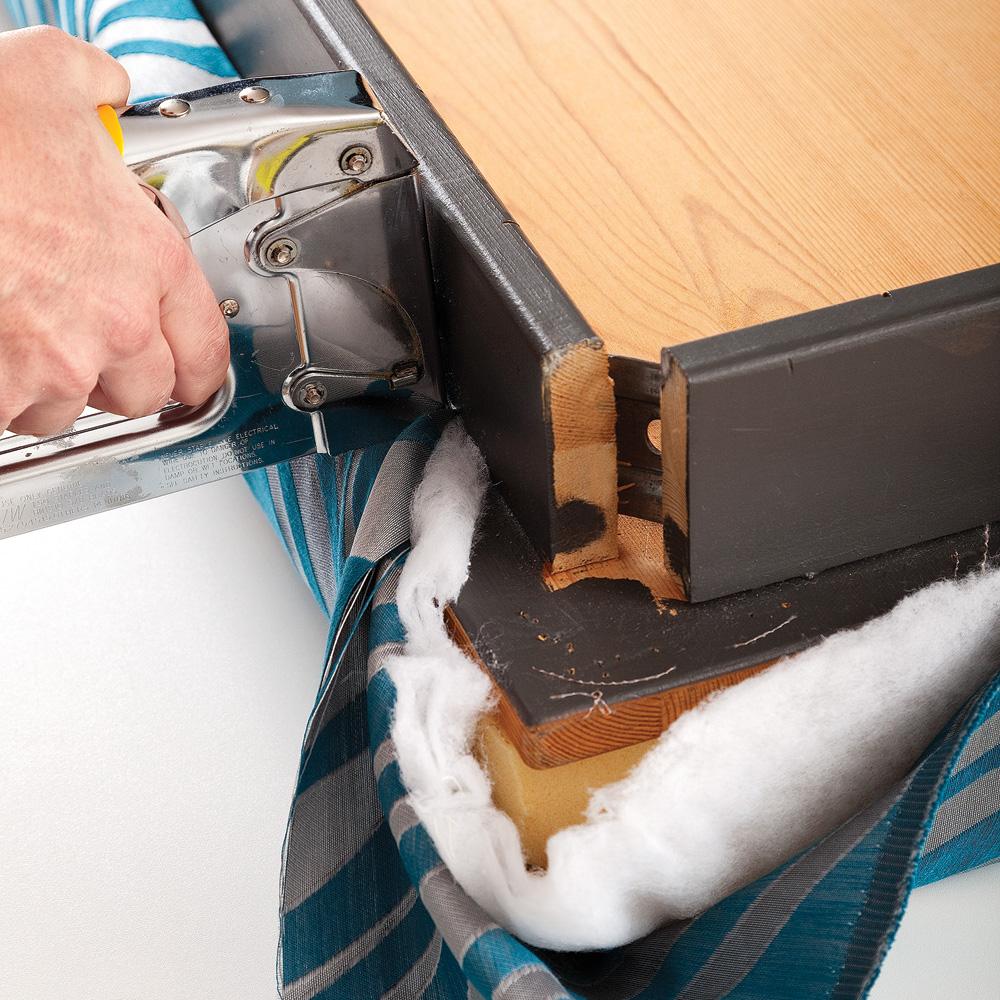 En tapes transformer une table en banc en tapes d coration et r novati - Comment rembourrer un banc ...