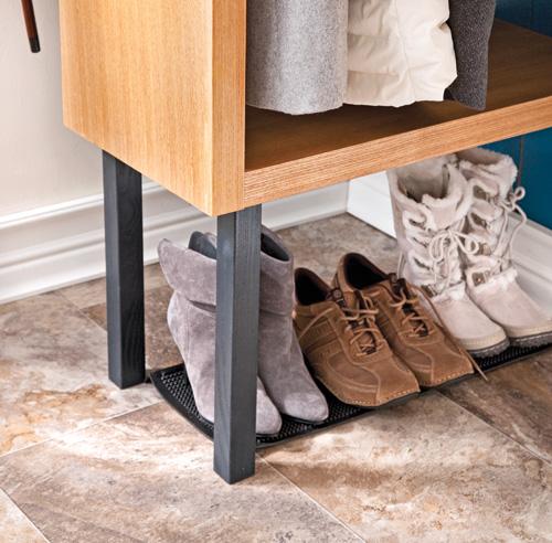 petit rangement chaussures excellent le meuble chaussures en bois lontine saura se rendre dans. Black Bedroom Furniture Sets. Home Design Ideas