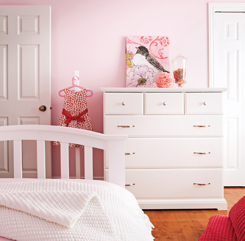 Une chambre rose poudre chambre inspirations for Mobilier chambre blanc