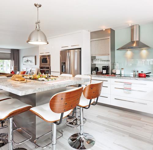 Une cuisine au confort maximal cuisine avant apr s for Plancher bois cuisine