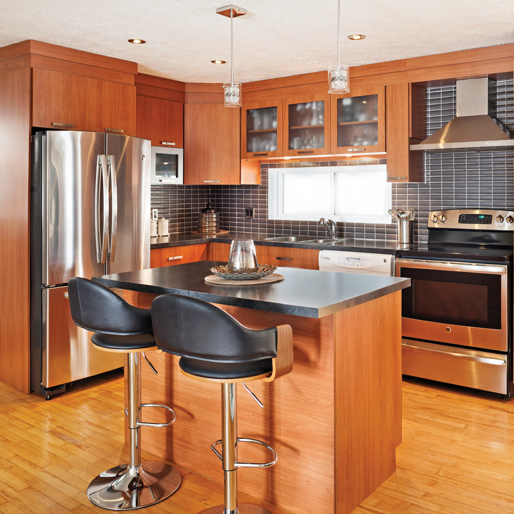 une cuisine chaleureuse et moderne cuisine avant apr s. Black Bedroom Furniture Sets. Home Design Ideas