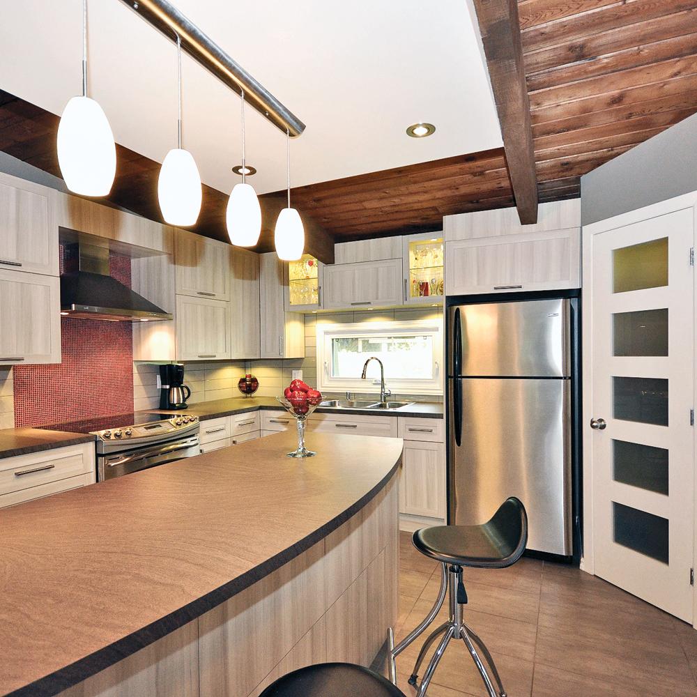 Une cuisine tout en longueur cuisine avant apr s for Amenagement cuisine tout en longueur
