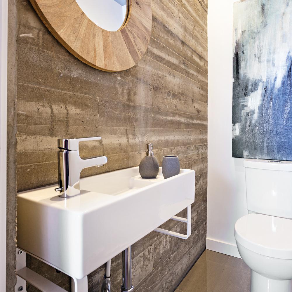 Relooking r ussi une salle d 39 eau b ton salle de bain for Relooking salle de bain avant apres