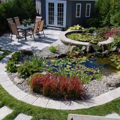 Bassin d 39 eau circulaire cour inspirations jardinage for Bassin d eau exterieur