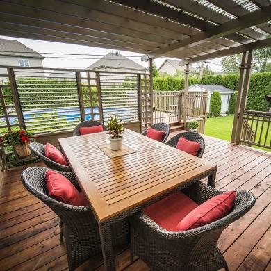 salle manger couverte cour inspirations jardinage et ext rieur pratico pratique. Black Bedroom Furniture Sets. Home Design Ideas