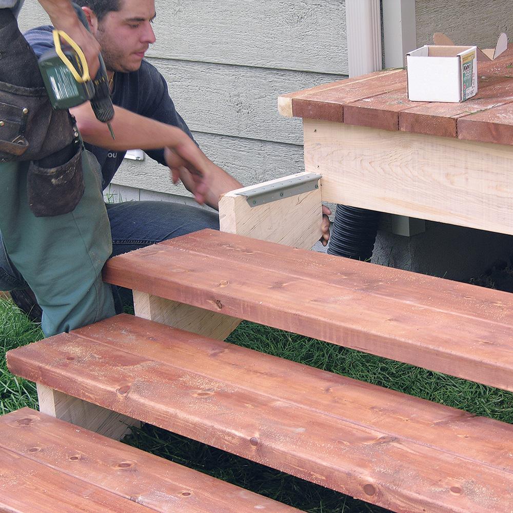 Fabriquer escalier et garde corps pour le patio en for Plan de patio exterieur en bois