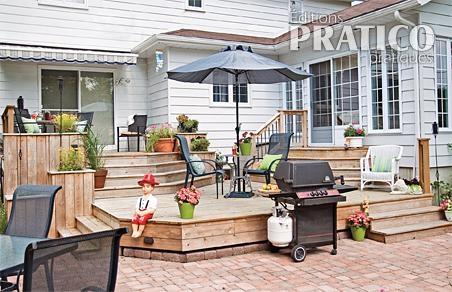 Sc nes de vie sur le patio de bois patio inspirations for Modele de patio exterieur en bois