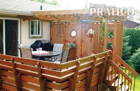 Pr cieuse intimit sur le patio patio inspirations for Modele de patio exterieur en bois