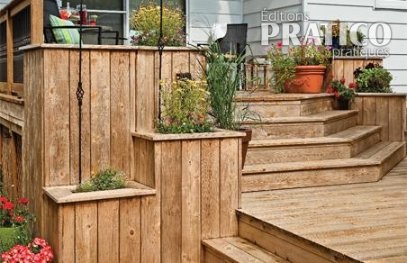 sc nes de vie sur le patio de bois patio inspirations. Black Bedroom Furniture Sets. Home Design Ideas
