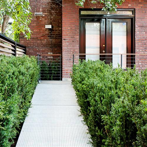 Jardin contemporain cour inspirations jardinage et for Jardin urbain contemporain