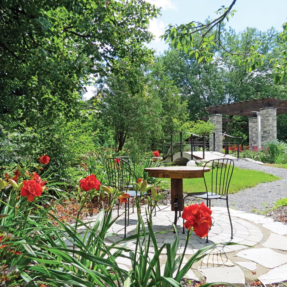 Jardin romantique cour inspirations jardinage et for Jardin romantique