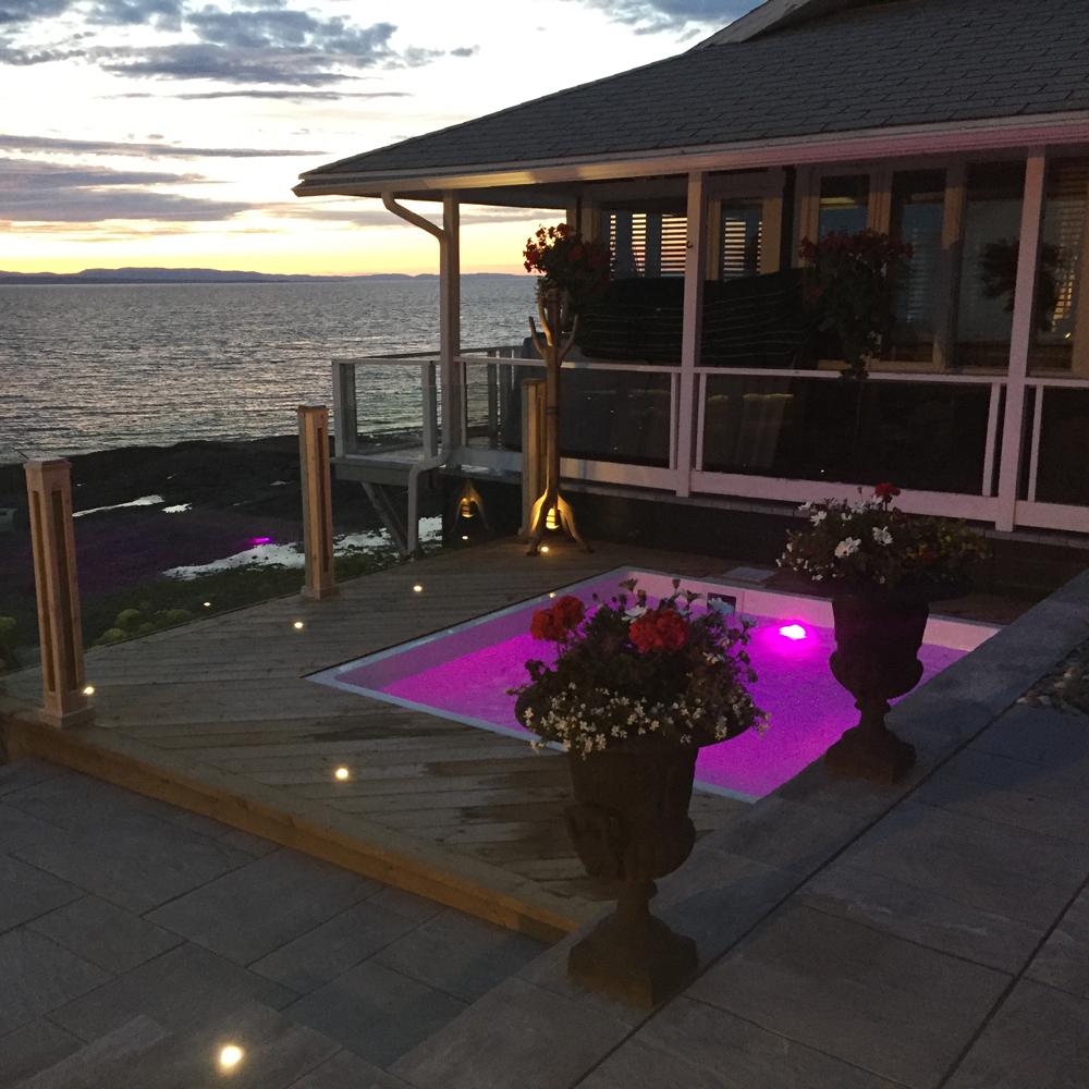 lumi re d 39 ambiance cour inspirations jardinage et ext rieur pratico pratique. Black Bedroom Furniture Sets. Home Design Ideas