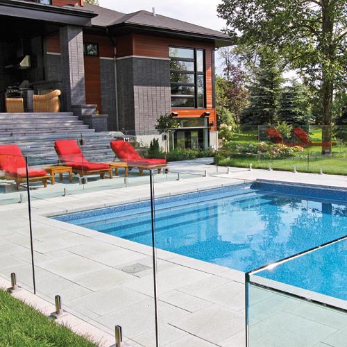 Quelle cl ture choisir pour votre ext rieur trucs et for Barriere piscine verre prix
